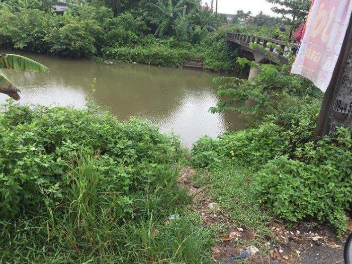 Giận vợ không gửi tiền về, người đàn ông ôm 2 con nhảy sông tự tử