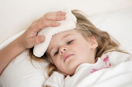 Trẻ sốt mẹ làm 4 cách này giúp hạ sốt nhanh, không gây hại sức khỏe