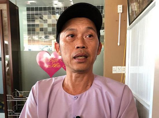 Rộ tin một nhà hảo tâm bức xúc khi chuyển tiền cứu trợ miền Trung cho NS Hoài Linh nhưng không liên lạc được
