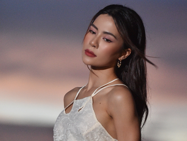 Hà Nhi quay MV khi kẹt ở Phú Quốc